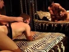 bodybuilder daddy gets bj,fucks muscle guy