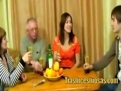 orgia familiar en la mesa -